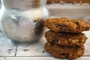 Homemade Molasses Oatmeal cookies are so chewy and yummy. These are best enjoyed with a big glass of ice cold milk – www.smallhomesoul.com