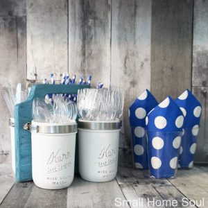 Get ready for Summer BBQs with this DIY Mason Jar Utensil Caddy. #masonjar #masonjarcraft