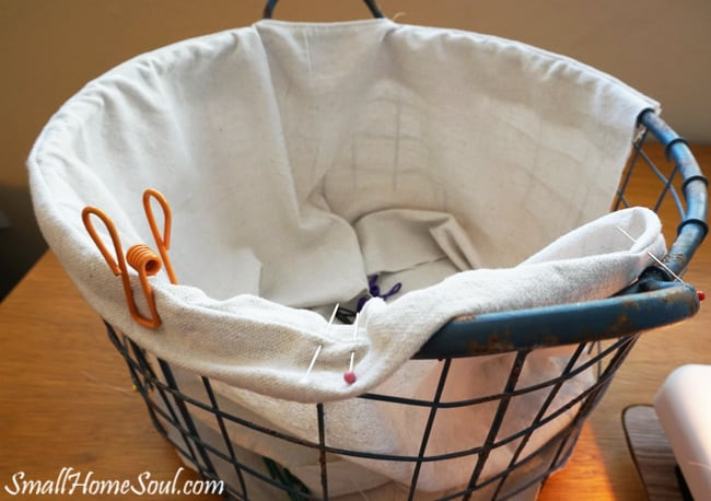 Make your own drop cloth basket liner, without a pattern, using the steps in this tutorial by www.smallhomesoul.com. It will show off the beauty and details your wire baskets.