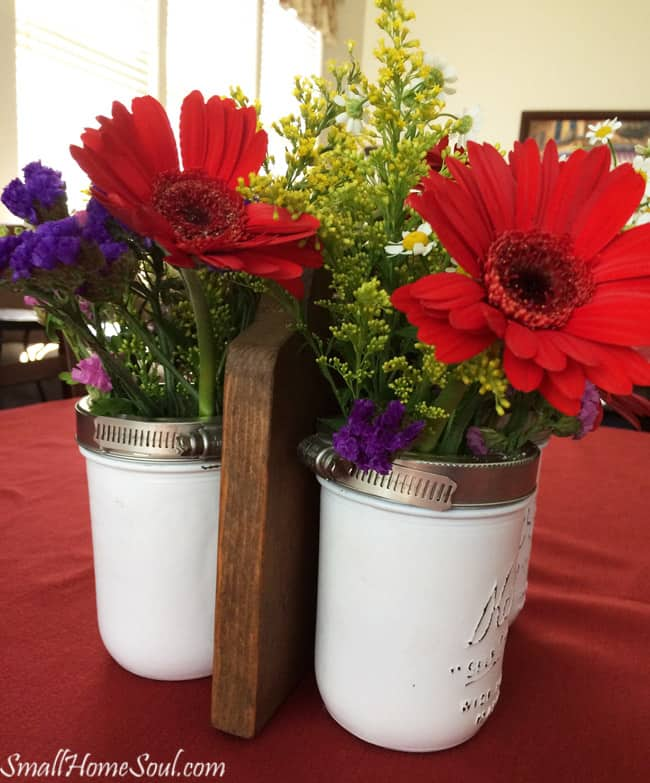 This Mason Jar Flower Caddy is perfect for flowers in any season or holiday....www.smallhomesoul.com