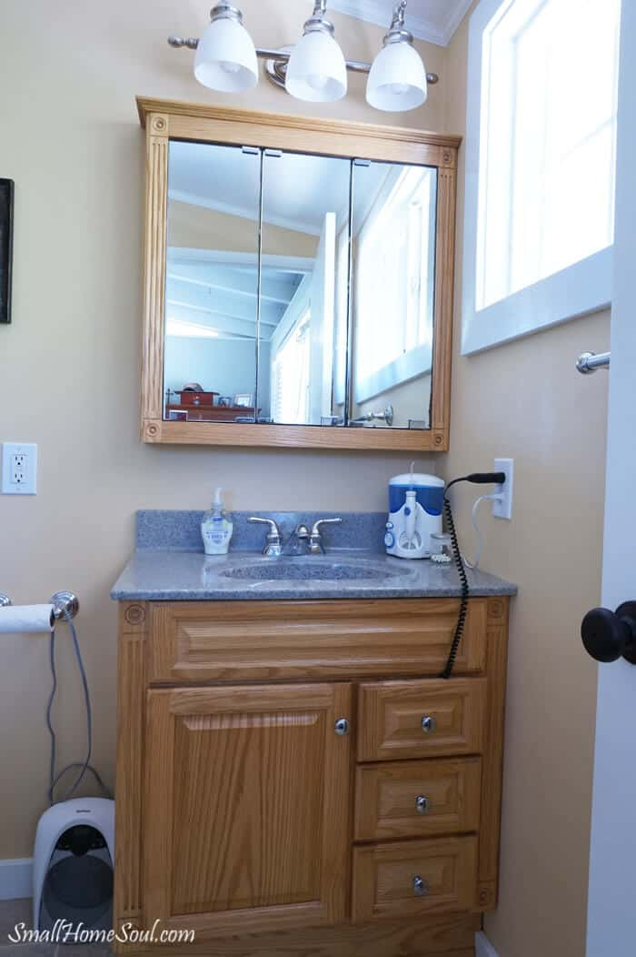 Master Bath Makeover Preview for my $100 makeover Challenge, vanity and medicine cabinet.