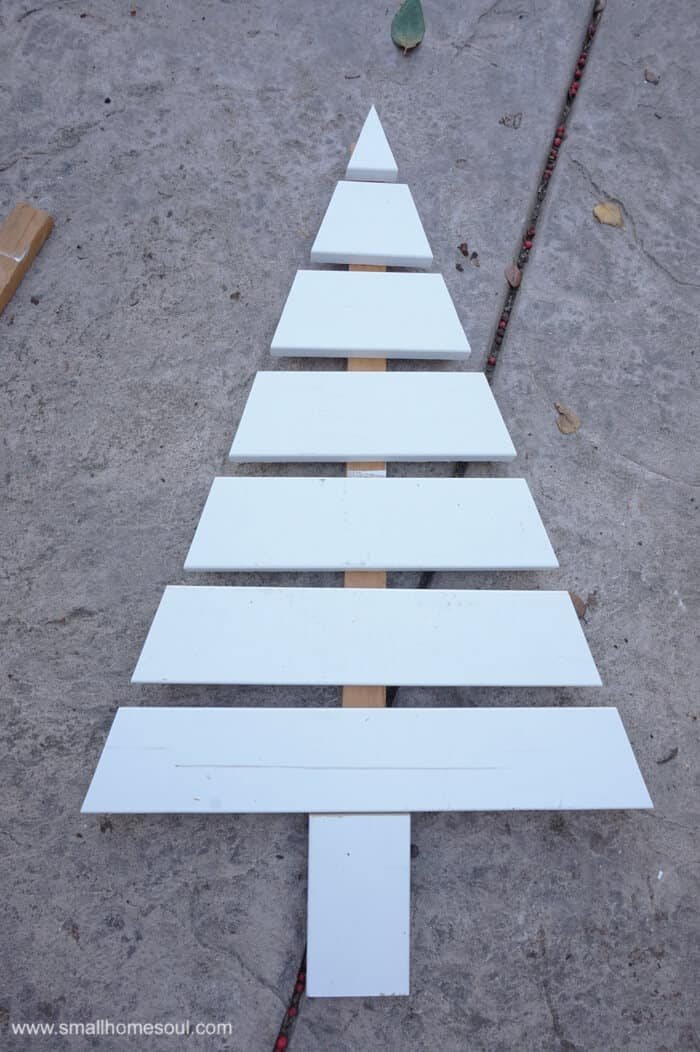 I love this Wooden Christmas Tree made from scrap pieces of trim board. I'm making one for myself.