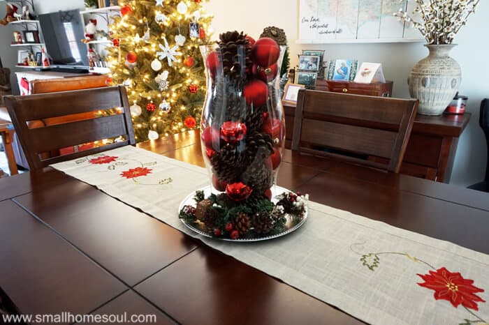 I love the simple christmas decor in this room and how lovely it's displayed.