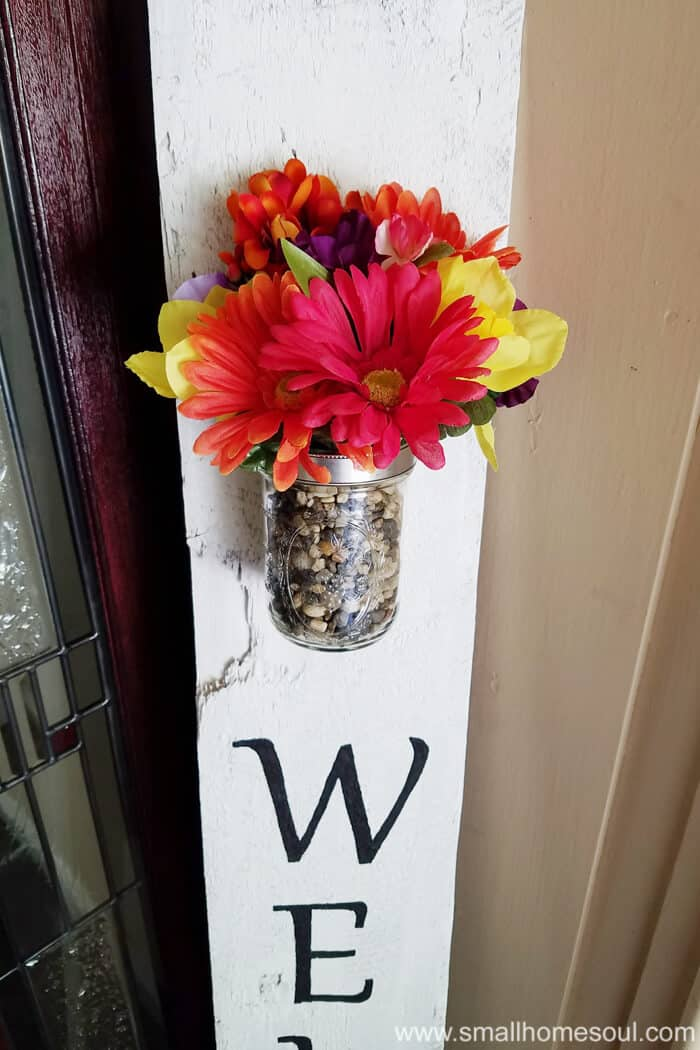 DIY Welcome Sign with a flower vase to add a bright spot to your front porch