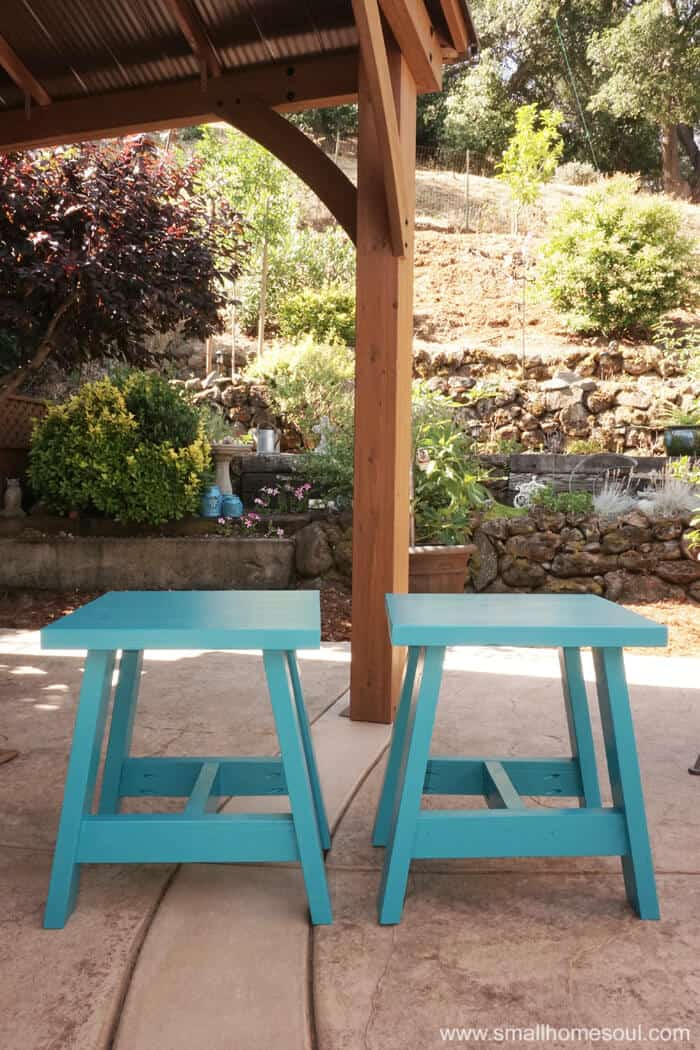 2x4 Outdoor Table painted in a fun color will brighten any patio.