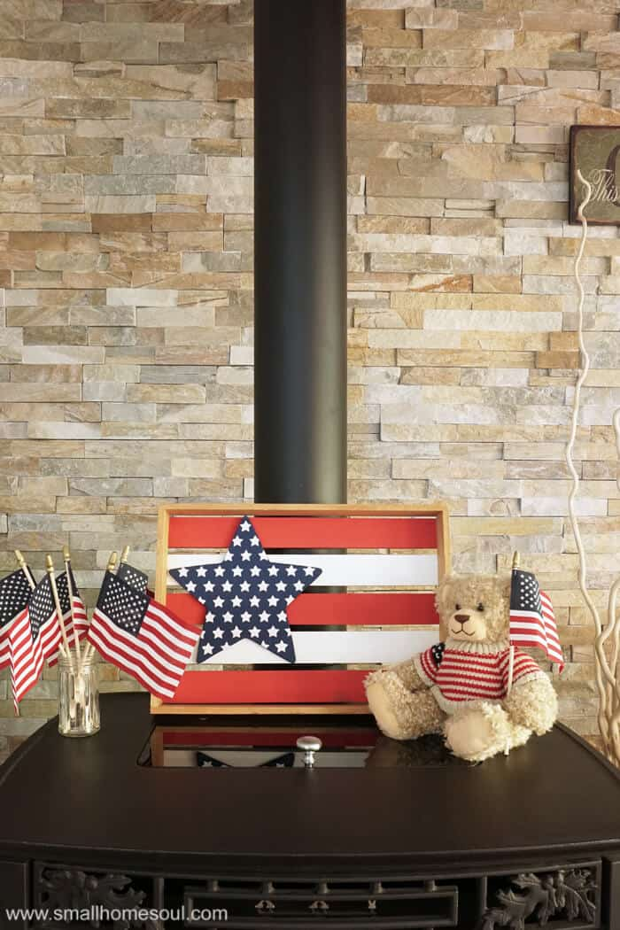 Bear holding american flag by the July 4th Star Tray.
