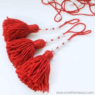 Easy Christmas Tassel Ornament – 2017 Ornament Exchange Blog Hop
