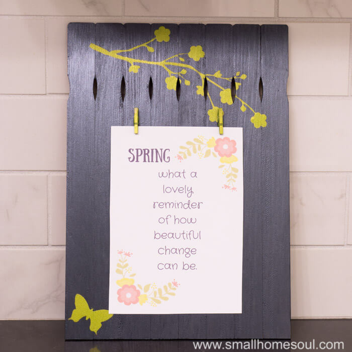 Paint Stick photo frame craft displaying a free printable.