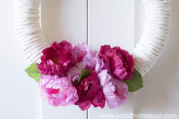 Closeup of DIY Spring Wreath bouquet.