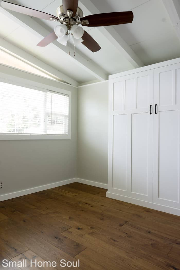 Helpful tips to paint a room the easy way.