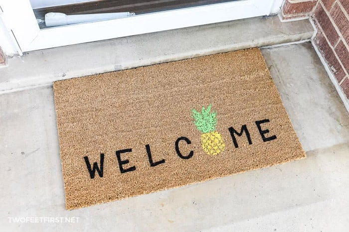 Pineapple decorated welcome mat outdoor diy projects for porch.