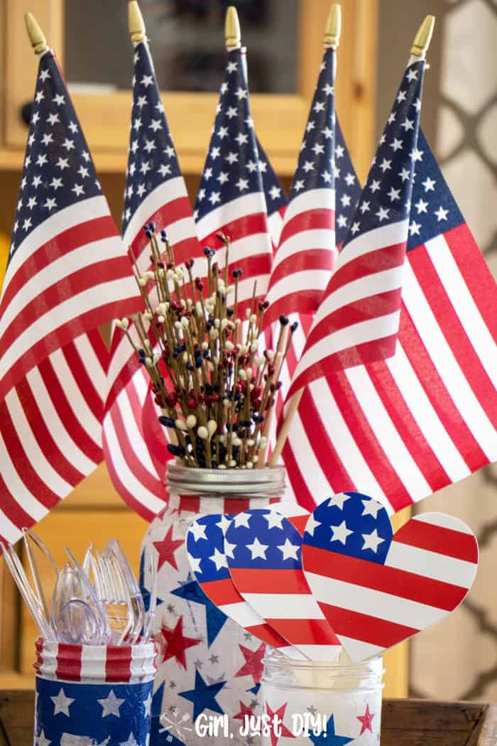 American Flag Paper Plate Fans as part of a Patriotic Centerpiece.