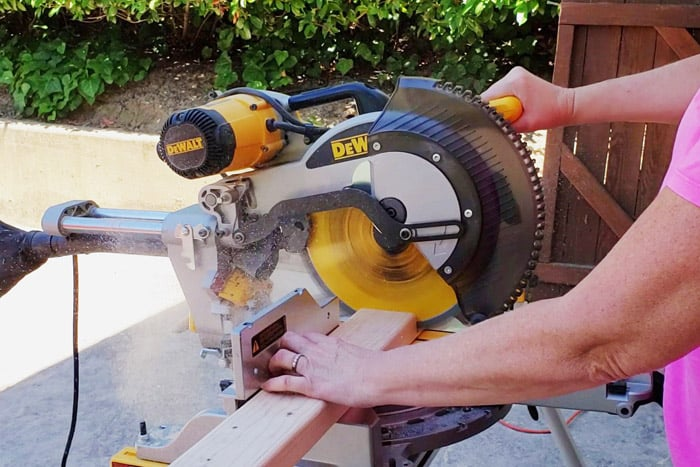 Cutting 2x4s on miter saw